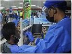 Toma de muestra al viajero para el diagnóstico de la COVID-19 mediante la RT-PCR en el aeropuerto de entrada a Cuba. Foto: Endrys Correa Vaillant. Diario Granma.
